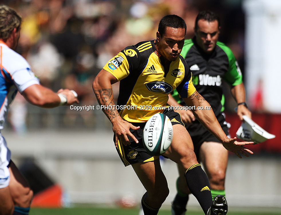 Hurricanes winger Hosea Gear chips ahead.<br /> Super 14 rugby union match, Hurricanes v Cheetahs at Yarrows Stadium, New Plymouth, New Zealand. Saturday 7 March 2009. Photo: Dave Lintott/PHOTOSPORT