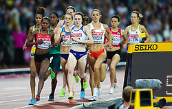 London, 2017 August 07. Laura Muir, Great Britain, leads the pack in the early stages of the women's 1,500m final on day four of the IAAF London 2017 world Championships at the London Stadium. © Paul Davey.