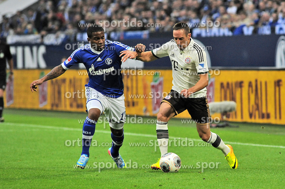21.09.2013, Veltins Arena, Gelsenkirchen, GER, 1. FBL, Schalke 04 vs FC Bayern Muenchen, 6. Runde, im Bild Jefferson Farfan ( links Schalke 04 ) im Zweikampf mit Franck Ribery ( rechts FC Bayern Muenchen/ Action/ Aktion ) // during the German Bundesliga 6th round match between Schalke 04 and FC Bayern Munich at the Veltins Arena, Gelsenkirchen, Germany on 2013/09/21. EXPA Pictures &copy; 2013, PhotoCredit: EXPA/ Eibner/ Thomas Thienel<br /> <br /> ***** ATTENTION - OUT OF GER *****