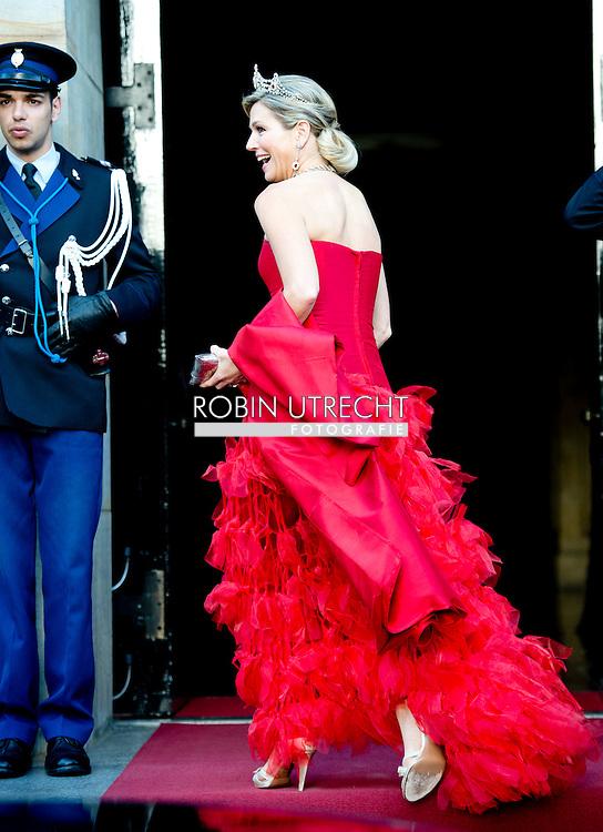 14-5-2015 - AMSTERDAM  - Koningin Maxima  komt aan bij het Paleis op de dam. Koning Willem-Alexander en Koningin Maxima ontvangen woensdagavond 14 mei 2014 het Corps Diplomatique voor het jaarlijkse galadiner. Het diner wordt gehouden in het Koninklijk Paleis Amsterdam. COPYRIGHT ROBIN UTRECHT