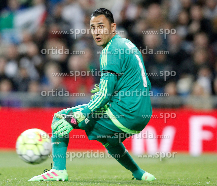 20.03.2016, Estadio Santiago Bernabeu, Madrid, ESP, Primera Division, Real Madrid vs Sevilla FC, 30. Runde, im Bild Real Madrid's Keylor Navas // during the Spanish Primera Division 30th round match between Real Madrid and Sevilla FC at the Estadio Santiago Bernabeu in Madrid, Spain on 2016/03/20. EXPA Pictures &copy; 2016, PhotoCredit: EXPA/ Alterphotos/ Acero<br /> <br /> *****ATTENTION - OUT of ESP, SUI*****