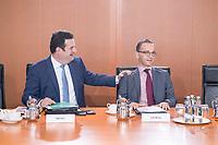 02 OCT 2018, BERLIN/GERMANY:<br /> Hubertus Heil (L), SPD, Bundesarbeitsminister, und Heiko Maas (R), SPD, Bundesaussenminister, im Gespraech, vor Beginn der Kabinettsitzung, Bundeskanzleramt<br /> IMAGE: 20181002-01-001<br /> KEYWORDS: Kabinett, Sitzung, Gespr&auml;ch