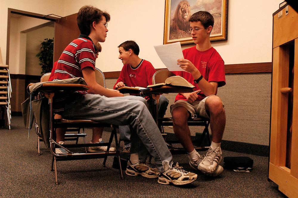 Les cours du séminaire ont lieu tous les matins de 6h à 8h avant l'ouverture du lycée.  Moberly, Missouri, USA, 2006-2007