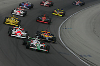 Tony Kanaan leads at the Chicagoland Speedway, September 11, 2005