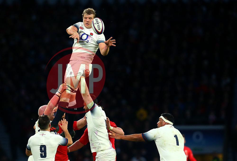 Joe Launchbury of England offloads the ball at a line out - Mandatory by-line: Robbie Stephenson/JMP - 10/02/2018 - RUGBY - Twickenham Stoop - London, England - England v Wales - Women's Six Nations