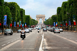 FRANCE PARIS 27JUL07 - View of the Arc de Triomphe from the Champs-Elysees.. . jre/Photo by Jiri Rezac. . © Jiri Rezac 2007. . Contact: +44 (0) 7050 110 417. Mobile:  +44 (0) 7801 337 683. Office:  +44 (0) 20 8968 9635. . Email:   jiri@jirirezac.com. Web:    www.jirirezac.com. . © All images Jiri Rezac 2007 - All rights reserved.