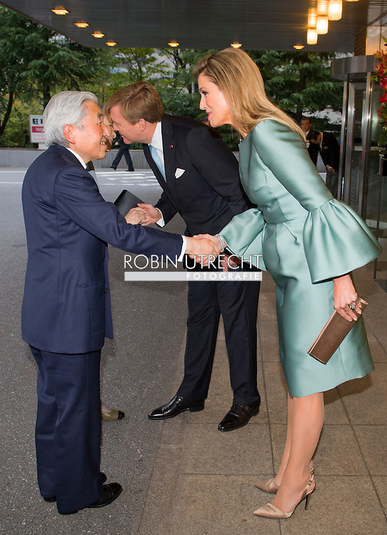 31-10-2014 - TOKYO - King Willem Alexander and Queen Maxima at the Contraprestatie with with Emperor and Empress Emperor Akihito and Empress Michiko  visit of king Willem alexander and queen Maxima to Japan tokio .  COPYRIGHT ROBIN UTRECHT