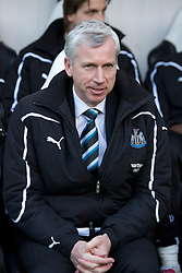 NEWCASTLE, ENGLAND - Saturday, March 5, 2011: Newcastle United's manager Alan Pardew before the Premiership match against Everton at St. James' Park. (Photo by David Rawcliffe/Propaganda)