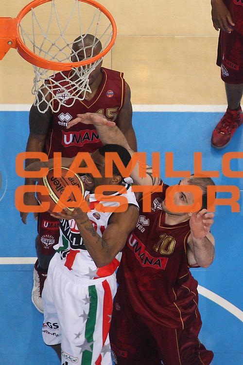 DESCRIZIONE : Torino Coppa Italia Final Eight 2012 Quarto Di Finale Scavolini Siviglia Pesaro Umana Venezia<br /> GIOCATORE : James White<br /> CATEGORIA : special rimbalzo<br /> SQUADRA : Scavolini Siviglia Pesaro <br /> EVENTO : Suisse Gas Basket Coppa Italia Final Eight 2012<br /> GARA : Scavolini Siviglia Pesaro Umana Venezia<br /> DATA : 17/02/2012<br /> SPORT : Pallacanestro<br /> AUTORE : Agenzia Ciamillo-Castoria/M.Marchi<br /> Galleria : Final Eight Coppa Italia 2012<br /> Fotonotizia : Torino Coppa Italia Final Eight 2012 Quarto Di Finale Scavolini Siviglia Pesaro Umana Venezia<br /> Predefinita :