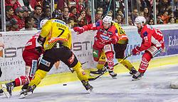 20.04.2019, Stadthalle, Klagenfurt, AUT, EBEL, EC KAC vs Vienna Capitals, Finale, 4. Spiel, im Bild Mat CLARK (spusu Vienna CAPITALS, #7), Niki KRAUS (EC KAC, #80), Alex WALL (spusu Vienna CAPITALS, #42), Siim LIIVIK (EC KAC, #72) // during the Erste Bank Icehockey 4th final match between EC KAC and Vienna Capitals at the Stadthalle in Klagenfurt, Austria on 2019/04/20. EXPA Pictures © 2019, PhotoCredit: EXPA/ Gert Steinthaler