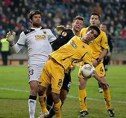 14.12.2011, UPC Arena, Graz, AUT, UEFA Europa League , Sturm Graz vs AEK Athen FC, im Bild Dimitris Konstantopoulos (AEK Athen FC, Goalkeeper, #23) und Giannis Kontoes (AEK Athen FC, Defender, #2) sowie Kostas Manolas (AEK Athen FC, Defender, #4) gegen Roman Kienast (SK Puntigamer Sturm Graz, #24) // during UEFA Europa League football game between Sturm Graz and AEK Athens FC at UPC Arena in Graz, Austria on 14/12/2011. EXPA Pictures © 2011, PhotoCredit: EXPA/ E. Scheriau