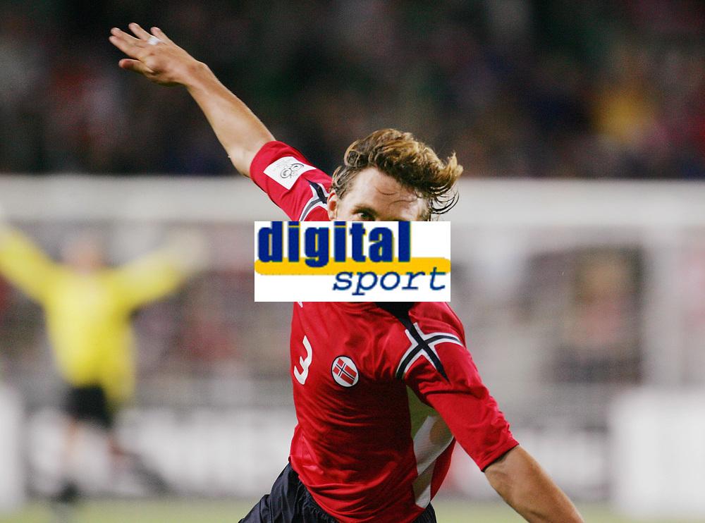 Fotball<br /> VM-kvalifisering<br /> Norge v Hviterussland<br /> Ullevaal stadion<br /> 8. september 2004<br /> Foto: Digitalsport<br /> Vidar Riseth, Norges første målscorer