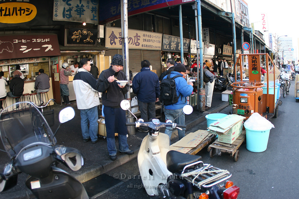 Mar 4, 2006; Tokyo, JPN; Tsukiji.Street scene in Tsukiji.  Locals enjoy a bowl of noodles for breakfast...Photo credit: Darrell Miho