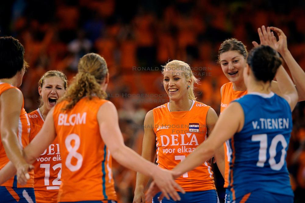 19-09-2009 VOLLEYBAL: DELA TROPHY NEDERLAND - TURKIJE: EINDHOVEN<br /> Nederland wint vrij eenvoudig van Turkije met 3-0 / Manon Flier, Kim Staelens en Anne Buijs<br /> &copy;2009-WWW.FOTOHOOGENDOORN.NL