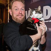 NLD/Amsterdam/20180226 - Premiere De wilde stad, Martijn Fischer met de kat Abatutu