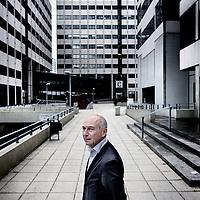 Nederland, Amsterdam , 23 oktober 2013.<br /> Wouter van den Bergh, aftredend rechter met op de achtergrond het gerechtsgebouw aan de Parnassusweg.<br /> Foto:Jean-Pierre Jans