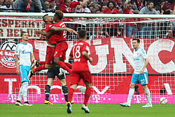 16.04.2016, Allianz Arena, Muenchen, GER, 1. FBL, FC Bayern Muenchen vs Schalke 04, 30. Runde, im Bild Sascha Riether ( FC Schalke 04 ) frustriert rechts feiernt Arturo Vidal (FC Bayern Meunchen) David Alaba (FC Bayern Muenchen) den treffer // during the German Bundesliga 30th round match between FC Bayern Munich and Schalke 04 at the Allianz Arena in Muenchen, Germany on 2016/04/16. EXPA Pictures © 2016, PhotoCredit: EXPA/ Eibner-Pressefoto/ Langer<br /> <br /> *****ATTENTION - OUT of GER*****