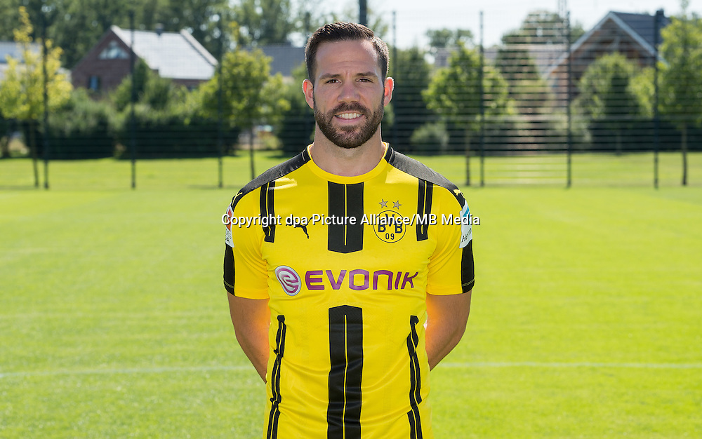 German Bundesliga - Season 2016/17 - Photocall Borussia Dortmund on 17 August 2016 in Dortmund, Germany: Gonzalo Castro. Photo: Guido Kirchner/dpa | usage worldwide