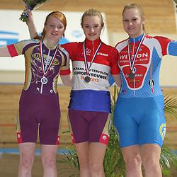 Podium NK achtervolging junior vrouwen kampioen Nicky zijlaard, 2e Daisy Rodenburg en 3e Ilse Miltenburg