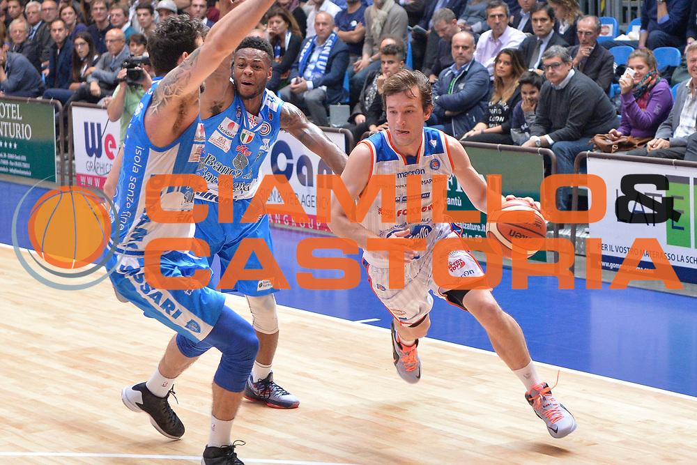 DESCRIZIONE : Cant&ugrave; Lega A 2015-16 Acqua Vitasnella Cantu' vs Dinamo Banco di Sardegna Sassari<br /> GIOCATORE : Brad Heslip<br /> CATEGORIA : Palleggio<br /> SQUADRA : Acqua Vitasnella Cantu'<br /> EVENTO : Campionato Lega A 2015-2016<br /> GARA : Acqua Vitasnella Cantu'  Dinamo Banco di Sardegna Sassari<br /> DATA : 12/10/2015<br /> SPORT : Pallacanestro <br /> AUTORE : Agenzia Ciamillo-Castoria/I.Mancini<br /> Galleria : Lega Basket A 2015-2016  <br /> Fotonotizia : Acqua Vitasnella Cantu'  Lega A 2015-16 Acqua Vitasnella Cantu' Dinamo Banco di Sardegna Sassari   <br /> Predefinita :