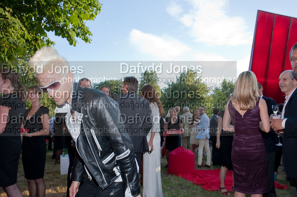 JARED LETO; , The Summer Party. Serpentine Gallery. 8 July 2010. -DO NOT ARCHIVE-© Copyright Photograph by Dafydd Jones. 248 Clapham Rd. London SW9 0PZ. Tel 0207 820 0771. www.dafjones.com.