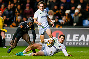 Saracens full back Alex Goode (15) scores a try to make the score 15-26 during the Aviva Premiership match between Wasps and Saracens at the Ricoh Arena, Coventry, England on 7 January 2018. Photo by Simon Davies.