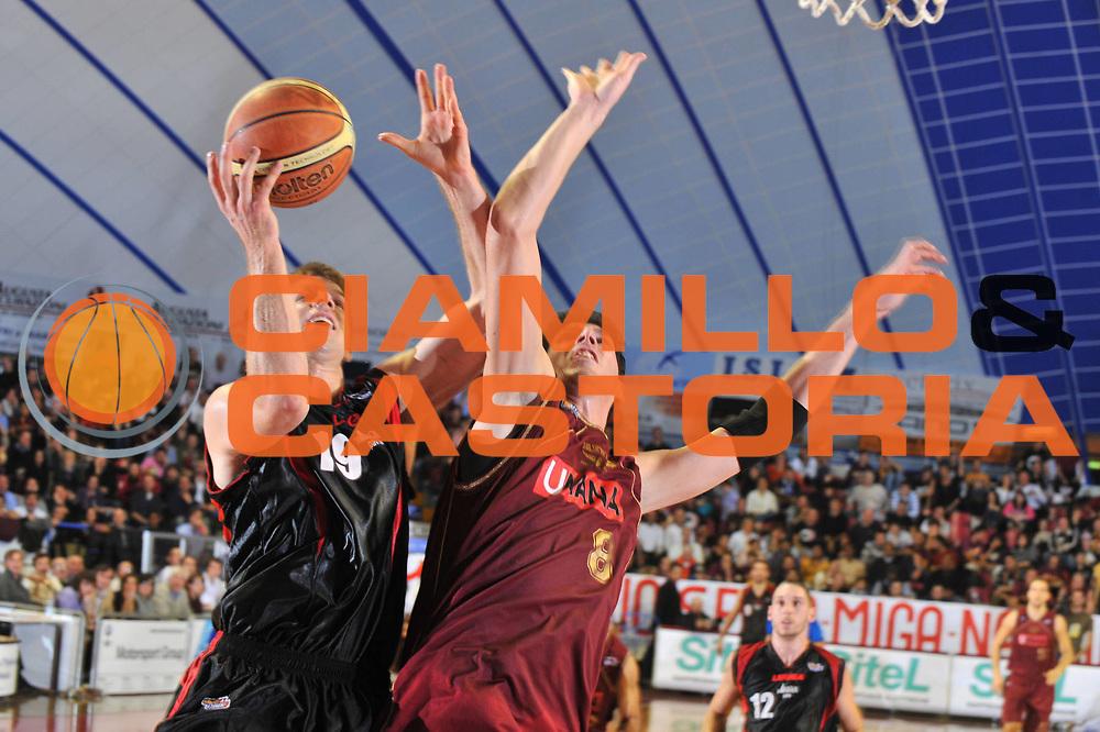 DESCRIZIONE : Venezia Lega A2 2009-10 Umana Reyer Venezia Nuova Pallacanestro Pavia<br /> GIOCATORE : Brett Winkelman<br /> SQUADRA : Nuova Pallacanestro Pavia<br /> EVENTO : Campionato Lega A2 2009-2010<br /> GARA : Umana Reyer Venezia Nuova Pallacanestro Pavia<br /> DATA : 15/11/2009<br /> CATEGORIA : Tiro<br /> SPORT : Pallacanestro <br /> AUTORE : Agenzia Ciamillo-Castoria/M.Gregolin<br /> Galleria : Lega Basket A2 2009-2010 <br /> Fotonotizia : Venezia Campionato Italiano Lega A2 2009-2010 Umana Reyer Venezia Nuova Pallacanestro Pavia<br /> Predefinita :
