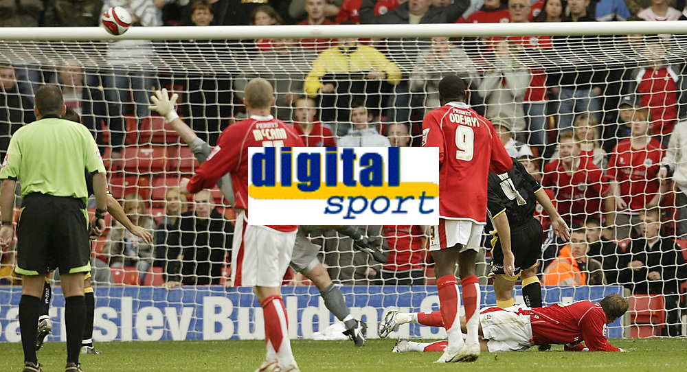 Photo: Aidan Ellis.<br /> Barnsley v Cardiff City. Coca Cola Championship. 29/09/2007.<br /> Barnsley's Brian Howard scores the equaliser