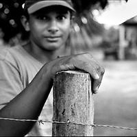DAILY VENEZUELA / VENEZUELA COTIDIANA.Young farmer. San Vicente - Apure State 2002.(Copyright © Aaron Sosa)