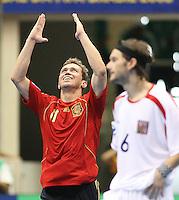 Fussball  International  FIFA  FUTSAL WM 2008   05.10.2008 Vorrunde Gruppe D Spain - Czech Republic Spanien - Tschechien MARCELO (li, ESP) freut sich ueber sein Tor, Roman MARES (CZE) hingegen ist frustriert