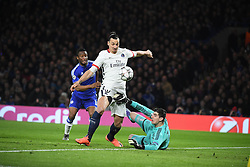 09.03.2016, Stamford Bridge, London, ENG, UEFA CL, FC Chelsea vs Paris Saint Germain, Achtelfinale, Rueckspiel, im Bild obi mikel john, ibrahimovic zlatan, courtois thibaut // during the UEFA Champions League Round of 16, 2nd Leg match between FC Chelsea vs Paris Saint Germain at the Stamford Bridge in London, Great Britain on 2016/03/09. EXPA Pictures © 2016, PhotoCredit: EXPA/ Pressesports/ LAHALLE PIERRE<br /> <br /> *****ATTENTION - for AUT, SLO, CRO, SRB, BIH, MAZ, POL only*****