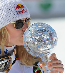 15.03.2012, Planai, Schladming, AUT, FIS Weltcup Ski Alpin, Podium SuperG Weltcup, Saison 2011 / 2012, im Bild Lindsey Vonn (USA) Weltcupsiegerin disziplin SuperG mit der SuperG Kristallkugel // Lindsey Vonn of USA Worldcup Champion of SuperG Worldcup with SuperG crystal globe during SuperG Worldcup winner ceremony of FIS Ski Alpine World Cup at Planai Stadium in Schladming, Austria on 2012/03/15. EXPA Pictures © 2012, PhotoCredit: EXPA/ Johann Groder