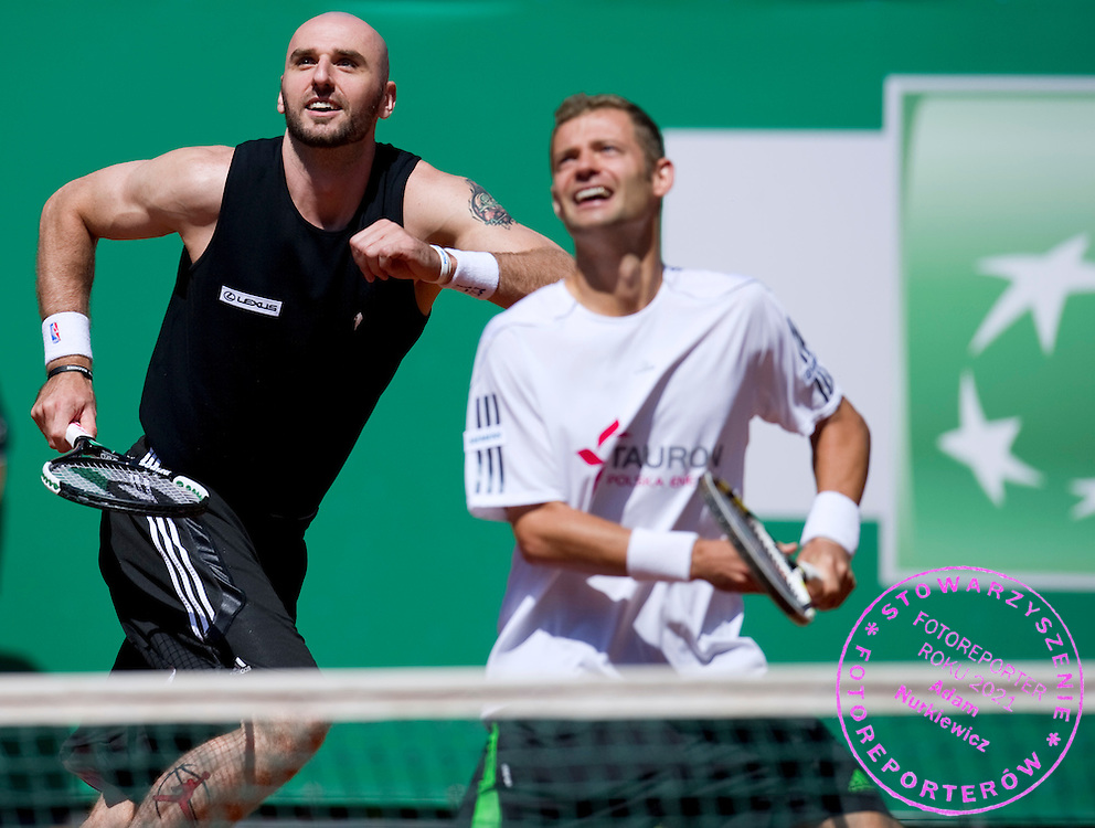 (L) MARCIN GORTAT (POLAND) NBA BASKETBALL PALYER & (R) MARIUSZ FYRSTENBERG (POLAND) WHILE EXHIBITION TENNIS MATCH DURING DAY 5 OF THE MEN'S SINGLES TOURNAMENT BNP PARIBAS POLISH OPEN AT TENNIS CLUB IN SOPOT, POLAND...POLAND, SOPOT , JULY 15, 2011..( PHOTO BY ADAM NURKIEWICZ / MEDIASPORT )..PICTURE ALSO AVAIBLE IN RAW OR TIFF FORMAT ON SPECIAL REQUEST.