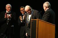 Mannheim. 11.02.18  <br /> Nationaltheater. Gro&szlig;e b&uuml;rgerschaftliche Auszeichnung &quot;Das Bloomaul&quot; an Rolf G&ouml;tz.<br /> Das Auswahlkomitee, darunter Bert Siegelmann, Achim Weizel und Marcus Haas, entschied sich f&uuml;r Rolf G&ouml;tz. Helen Heberer h&auml;lt die Laudatio.<br /> Bild-ID 080   Markus Pro&szlig;witz 11FEB18 / masterpress