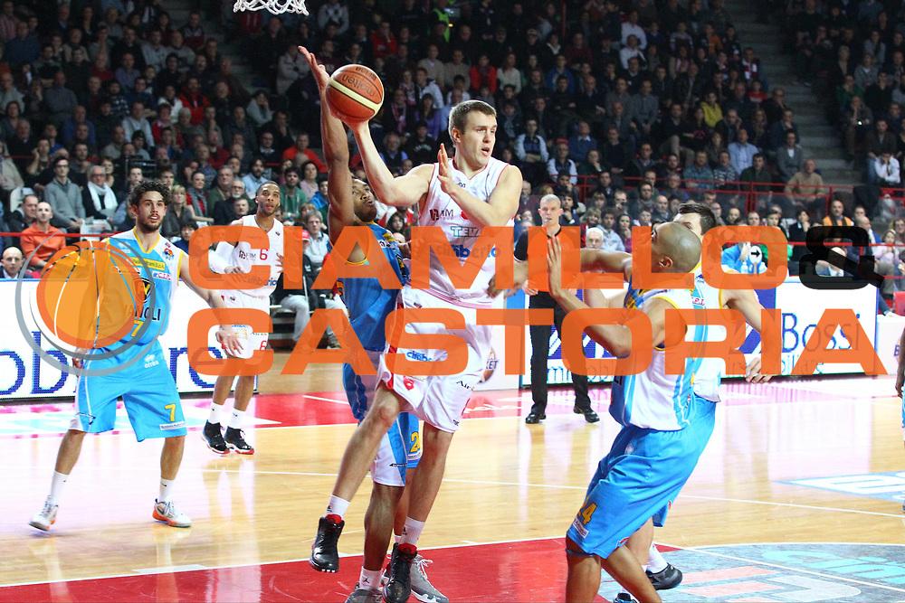DESCRIZIONE : Varese Lega A 2012-13 Cimberio Varese Vanoli Cremona<br /> GIOCATORE : Janar Talts<br /> CATEGORIA : Passaggio<br /> SQUADRA : Cimberio Varese<br /> EVENTO : Campionato Lega A 2012-2013<br /> GARA : Cimberio Varese Vanoli Cremona<br /> DATA : 30/12/2012<br /> SPORT : Pallacanestro <br /> AUTORE : Agenzia Ciamillo-Castoria/G.Cottini<br /> Galleria : Lega Basket A 2012-2013  <br /> Fotonotizia : Varese Lega A 2012-13 Cimberio Varese Vanoli Cremona<br /> Predefinita :