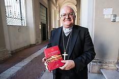 20170928 VESCOVO GIAN CARLO PEREGO CON LA BIBBIA