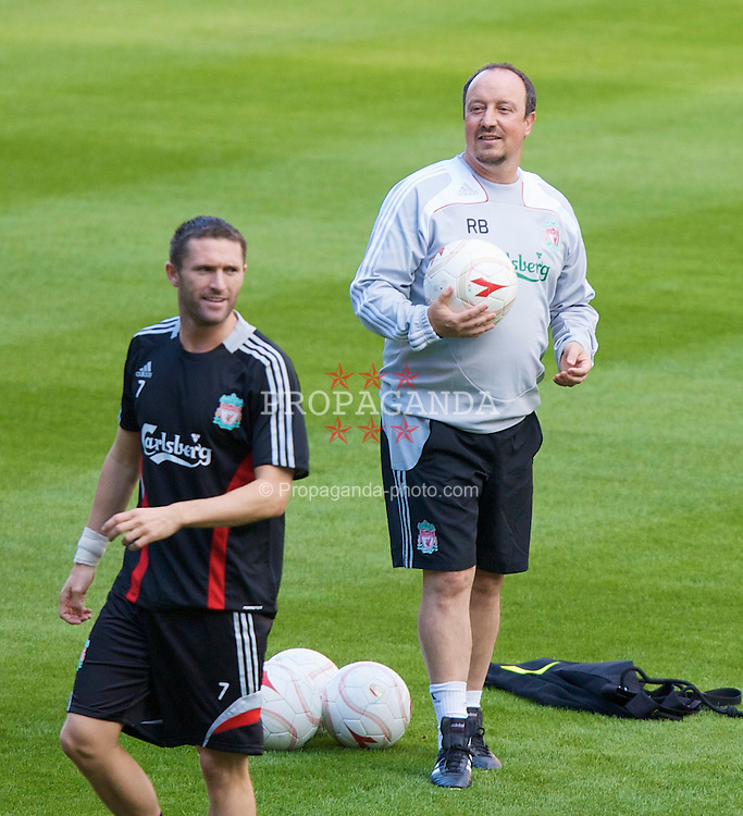 LIEGE, BELGIUM - Tuesday, August 12, 2008: Liverpool's manager Rafael Benitez and Robbie Keane during a training session ahead of the UEFA Champions League 3rd Qualifying Round match against Royal Standard de Lie?ge at the Stade Maurice Dufrasne. (Photo by David Rawcliffe/Propaganda)