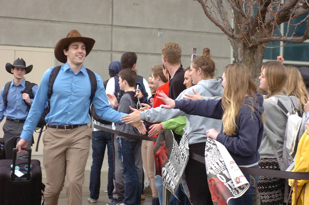 Gonzaga's basketball teams head out for the games in the Sweet 16 tournament of March Madness.
