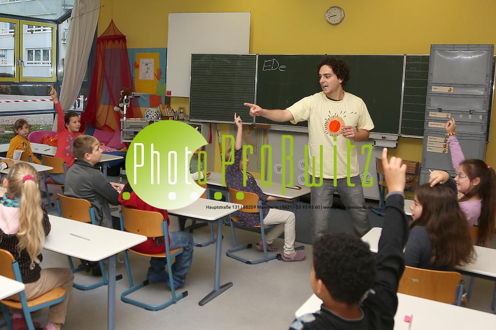 Mannheim. 23.10.12  K&auml;fertal. Im Rott. Bertha Hirsch Schule. EnergieDetektiv.<br /> <br /> Bild: Markus Pro&szlig;witz 23OCT12 / masterpress /