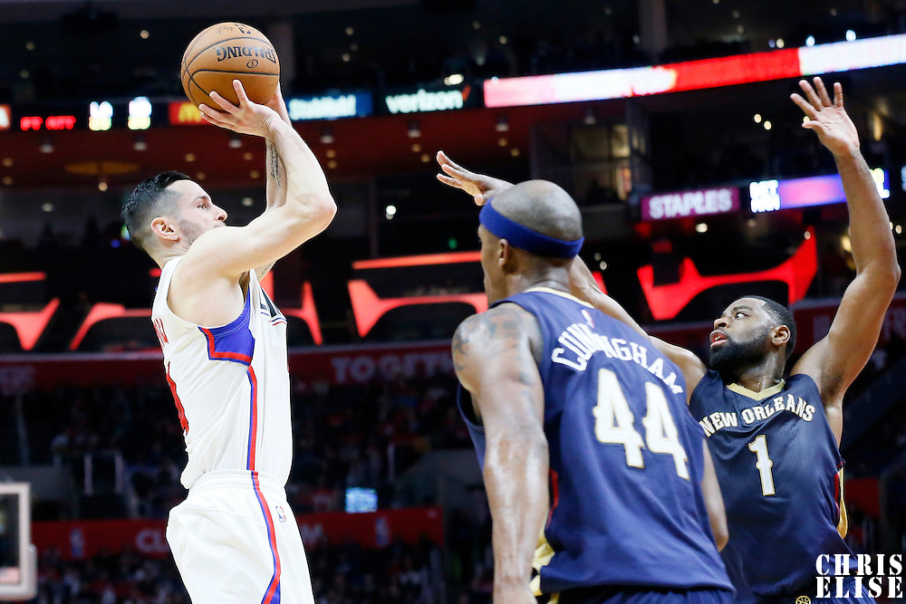 10 January 2016: Los Angeles Clippers guard J.J. Redick (4) takes a jump shot over New Orleans Pelicans guard Tyreke Evans (1) during the Los Angeles Clippers 114-111 overtime victory over the New Orleans Pelicans, at the Staples Center, Los Angeles, California, USA.