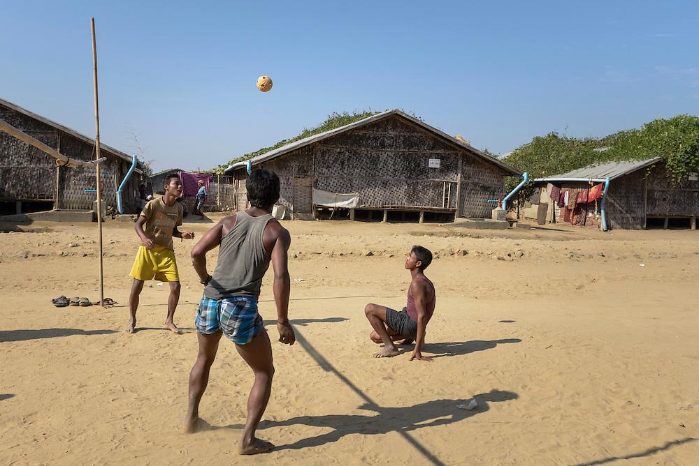 Young men at the Badupa Camp near Sittwe. 2015-02-05.