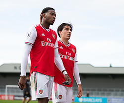BOREHAMWOOD, ENGLAND - Saturday, September 28, 2019: Arsenal's Zech Medley (L) and Héctor Bellerín during the Under-23 FA Premier League 2 Division 1 match between Arsenal FC and Liverpool FC at Meadow Park. (Pic by Kunjan Malde/Propaganda)