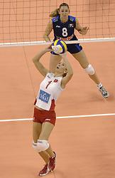 30-09-2006 VOLLEYBAL: KWALI WGP2007: TURKIJE - ITALIE: VARNA<br /> Italie wint van Turkije en plaatst zich voor WGP 2007 / Urcu Bahar Mert<br /> ©2006: WWW.FOTOHOOGENDOORN.NL
