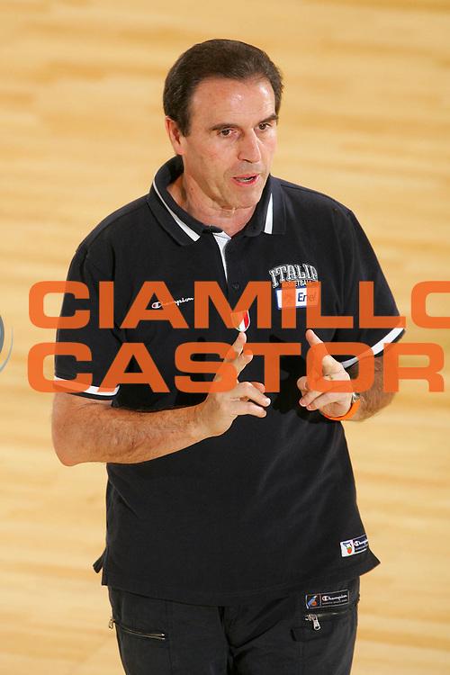 DESCRIZIONE : Bormio Ritiro Nazionale Italiana Maschile Preparazione Eurobasket 2007 Allenamento <br /> GIOCATORE : Carlo Recalcati <br /> SQUADRA : Nazionale Italia Uomini <br /> EVENTO : Bormio Ritiro Nazionale Italiana Uomini Preparazione Eurobasket 2007 <br /> GARA : <br /> DATA : 25/07/2007 <br /> CATEGORIA : Allenamento <br /> SPORT : Pallacanestro <br /> AUTORE : Agenzia Ciamillo-Castoria/S.Silvestri <br /> Galleria : Fip Nazionali 2007 <br /> Fotonotizia : Bormio Ritiro Nazionale Italiana Maschile Preparazione Eurobasket 2007 Allenamento <br /> Predefinita :