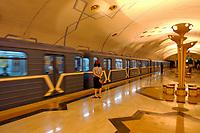 10 AUG 2003, TASCHKENT/USBEKISTAN:<br /> U-Bahn Station Bodomzor mit einfahrender U-Bahn und Schaffnerin, Tashkent, Usbeksitan<br /> IMAGE: 20030810-01-065<br /> KEYWORDS: Tashkent, Uzbekistan, Bahn, Verkehrsmittel, Zug, train, underground, Architektur, Nahverkehr