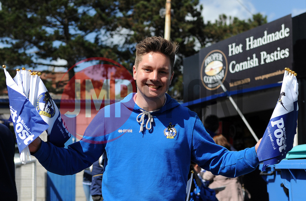 Bristol Rovers hand out the flags from The Post - Photo mandatory by-line: Neil Brookman/JMP - Mobile: 07966 386802 - 11/04/2015 - SPORT - Football - Bristol - Memorial Stadium - Bristol Rovers v Southport - Vanarama Football Conference