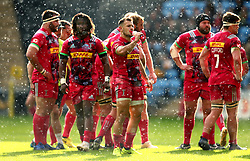 Danny Care of Harlequins takes a drink in the rain with his teammates in the rain - Mandatory by-line: Robbie Stephenson/JMP - 17/09/2017 - RUGBY - Ricoh Arena - Coventry, England - Wasps v Harlequins - Aviva Premiership