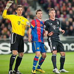 28.09.2010, St. Jakob Park, Basel, CH, UEFA CL, FC Basel vs FC Bayern Muenchen, im Bild vl. Hans Joerg Butt (Bayern #1), Valentin Stocker (Basel #14), Bastian Schweinsteiger (Bayern #31), EXPA Pictures © 2010, PhotoCredit: EXPA/ nph/  Roth+++++ ATTENTION - OUT OF GER +++++