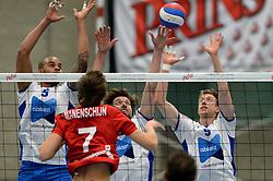 13-12-2014 NED: Prins VCV - Abiant Lycurgus, Veenendaal<br /> Lycurgus wint met 3-1 van VCV / Gino Naarden, Dennis van der Veen, Chris Voth