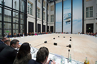 05 NOV 2013, BERLIN/GERMANY:<br /> Übersicht Sitzung der grossen Verhandlungsrunde unter Sigmar Gabriel, SPD Parteivotsitzender und Angela Merkel, CDU Parteivorsitzende, der Koalitionsverhandlungen von CDU/CSU und SPD, Bayerische Landesvertertung<br /> IMAGE: 20131105-01-030<br /> KEYWORDS: Grosse Runde, Große Verhandlungsrunde, Uebersicht